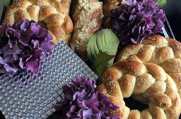 Challah & Flowers Deluxe Gift Set