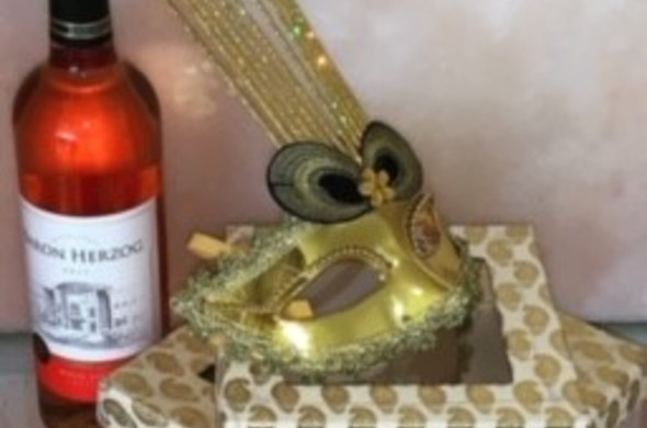 Mishloach Manot One Small Box with Wine & Mask (Biscotti Inside)