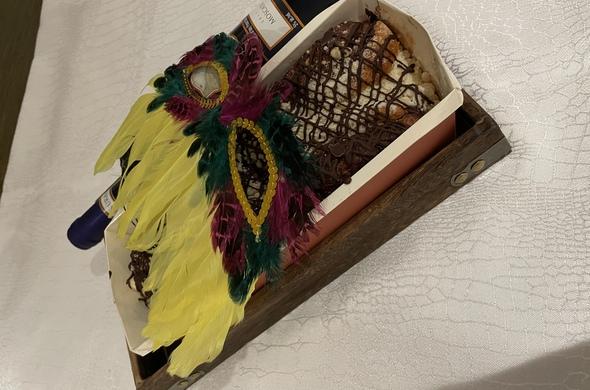 Mishloach Manot Babka Tray w/ Moscato