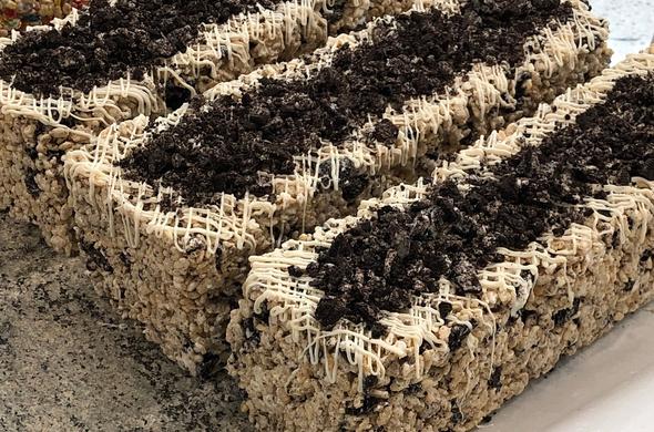Krispie Cakes - Cookies 'N Cream