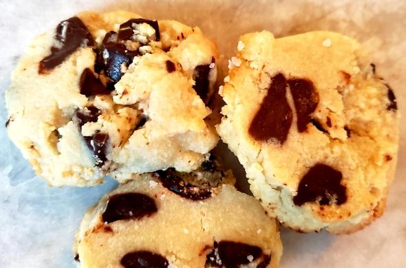 Shortbread Cookie w/ Choc Chunks