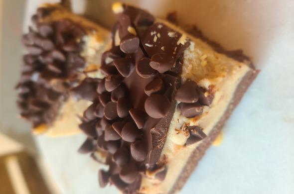 PB Vegan Cheesecake w/mini choc chips