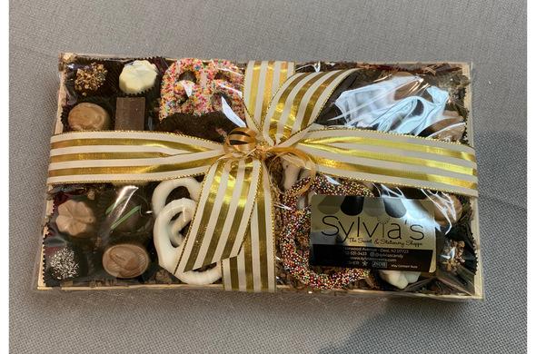 Parve Chocolate & Pretzel Gift Tray (medium bamboo)