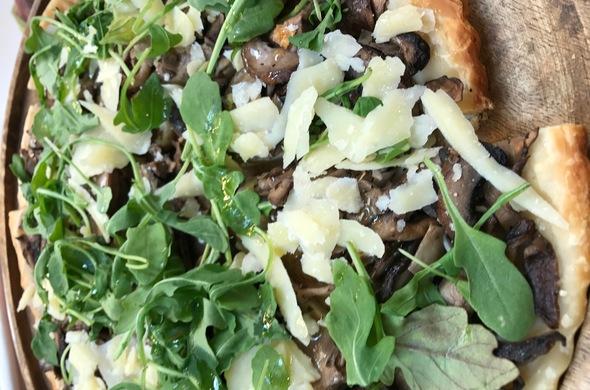 Mushrooms, Cipollini Onions Pizza w/Ricotta & Truffle Oul