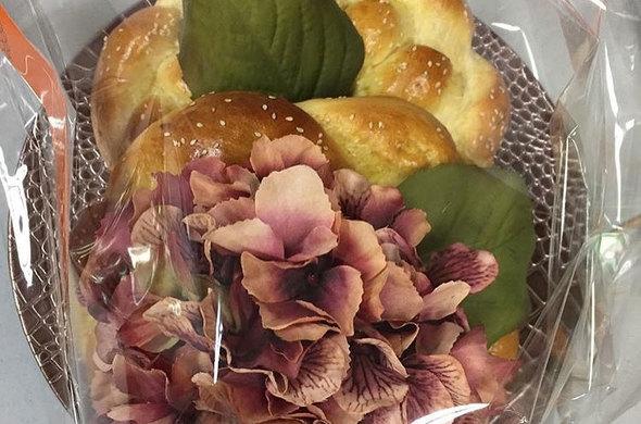 Challah & Flowers Gift Set